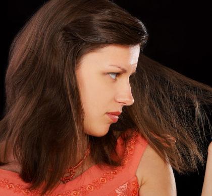 Vuoi rafforzare i tuoi capelli? Segui questi consigli!