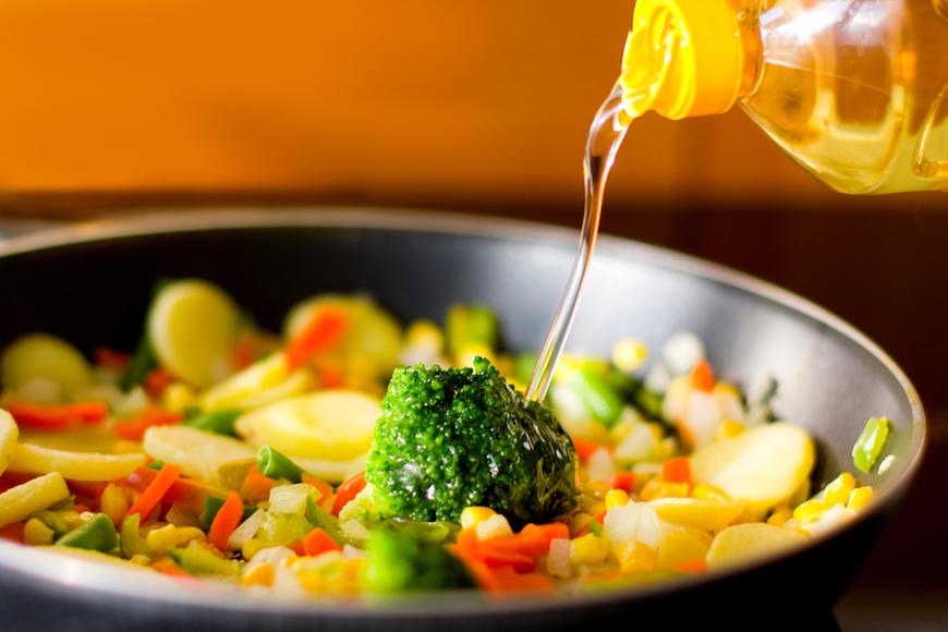 5 oli salutari che non dovrebbero mancare nella tua cucina