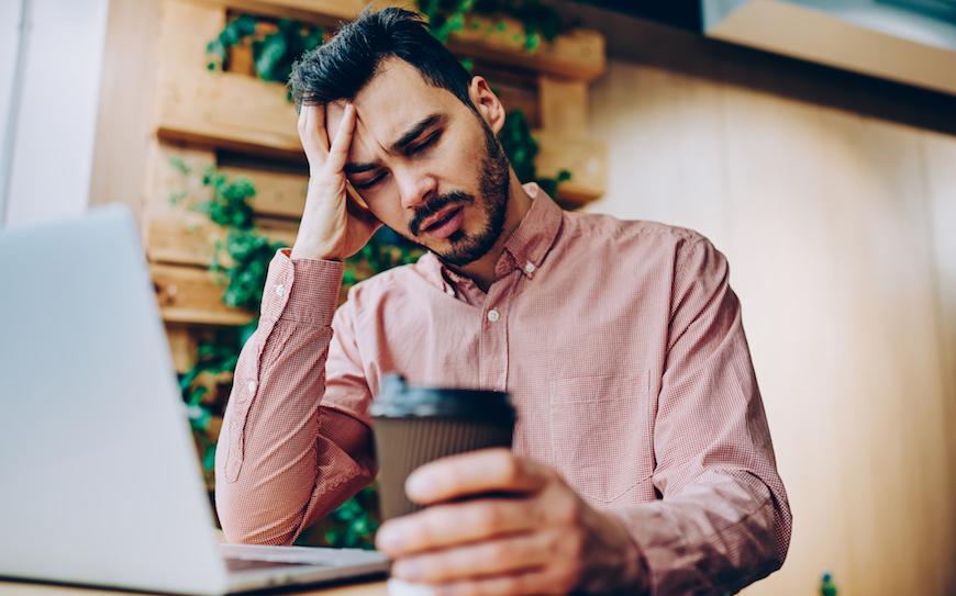 Esiste una relazione tra emicrania e caffeina?
