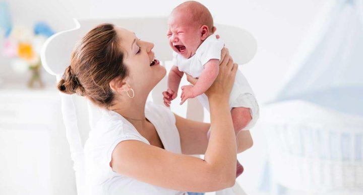 Coliche nel neonato: rimedi e cause