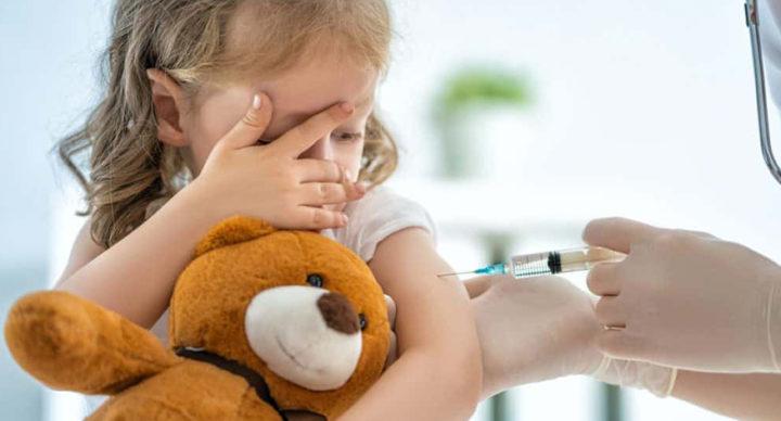 Vaccini, quasi la metà degli italiani teme effetti collaterali gravi